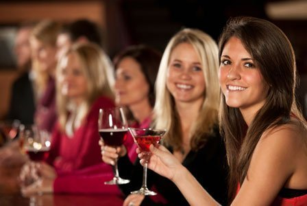 donne che sorridono a festa
