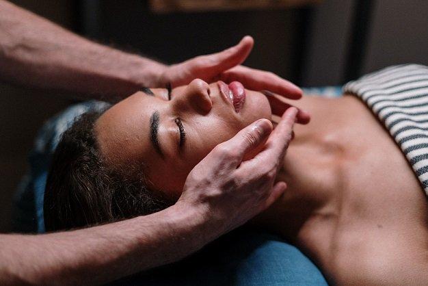 Come fare massaggi erotici di coppia